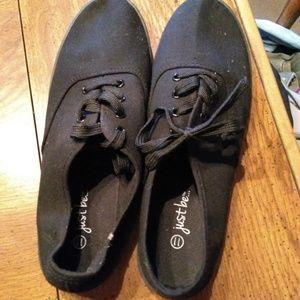 Black 11M tennis shoes